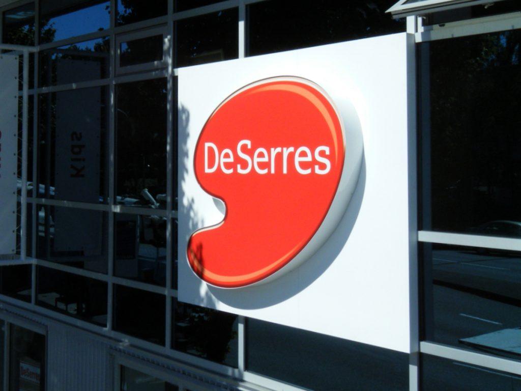 DeSerres cabinet signage