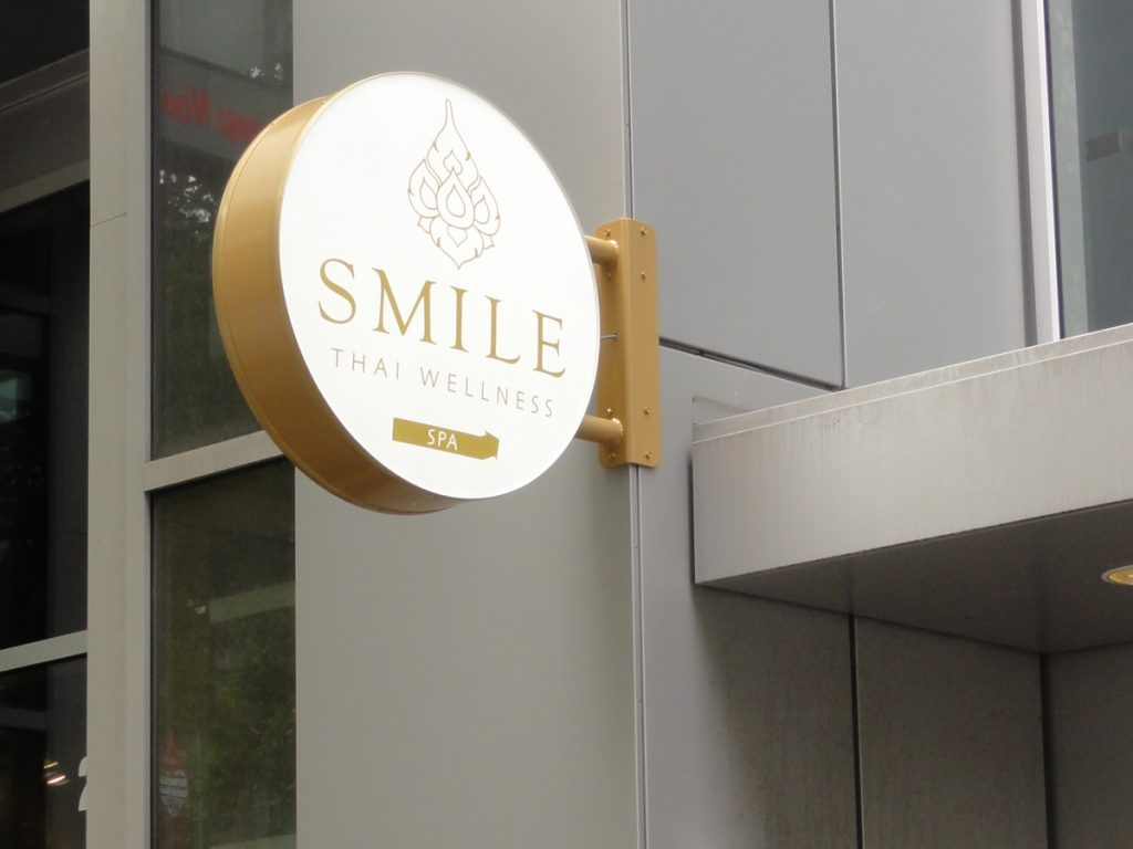 Smile cabinet letters